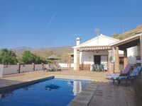villa la sierra op loopafstand van het dorp met zwembad