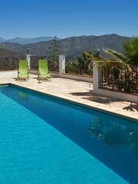 uitzicht vanuit het zwembad van de villa