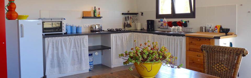 gezellige en complete keuken