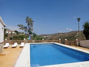 prive zwembad naast het vakantiehuis