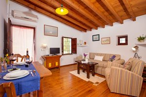 huisjes met comfortabele woonkamers