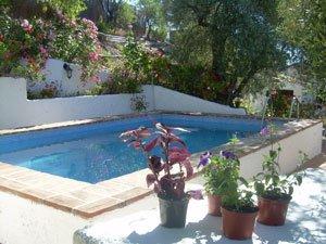 prive zwembad-in-de-tuin