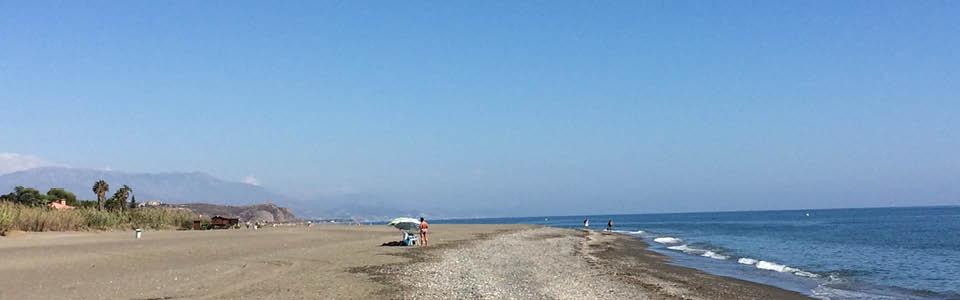 la Axarquia: in voor en naseizoen zijn de stranden heerlijk leeg
