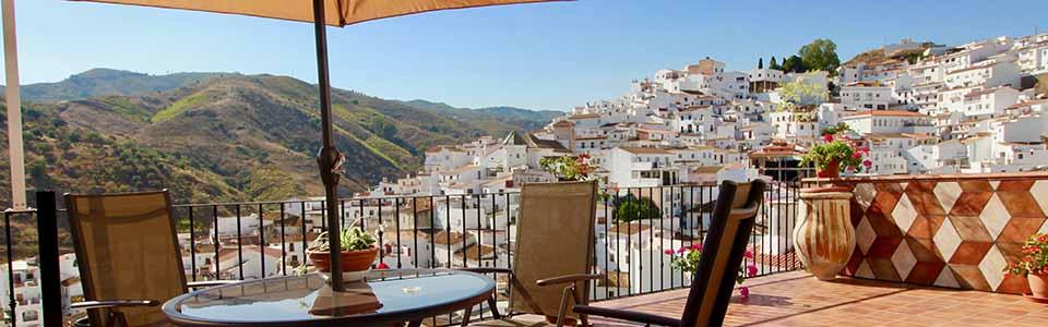 vakantiehuis met groot terras en zicht op het Zuid Spaanse dorpje - Casa Violeta