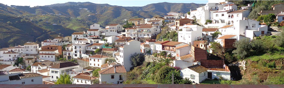 Het dorp El Borge vanaf uw balkon
