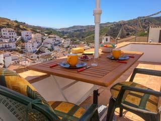 Vakantiehuis TV Nederlandse eigenaar in dorpje Andalusie - Casa Garcia Lorca